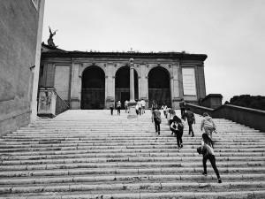 lsu in rome program students on steps, black and white photo