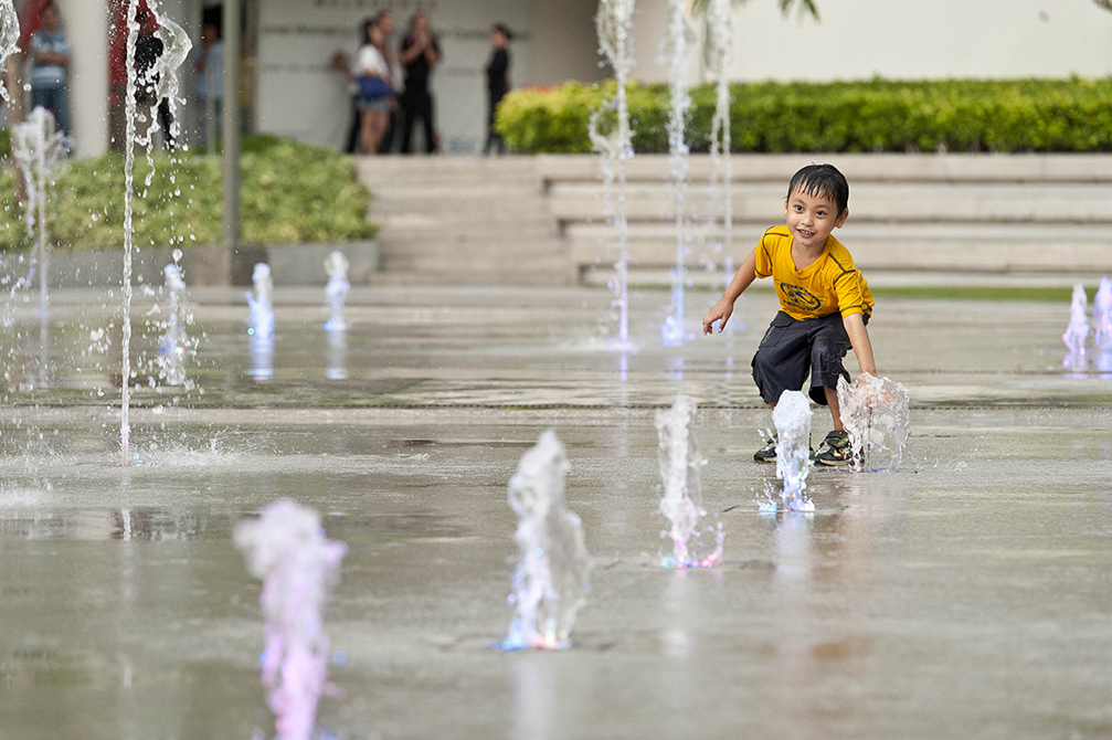 child playing in fountain, lsu landscape architecture alumni work
