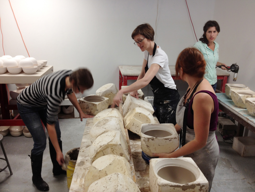 lsu school of art visiting artist works with ceramic students