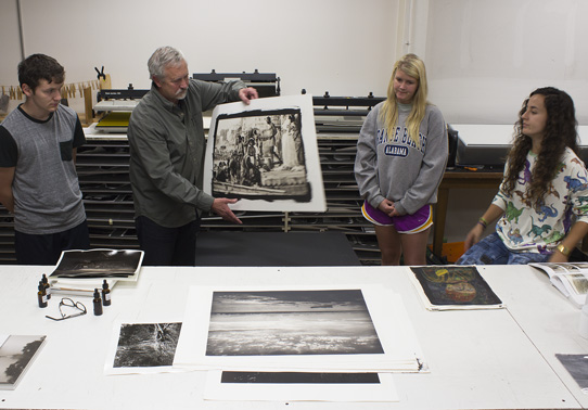 lsu school of art visiting artist with students in printmaking studio