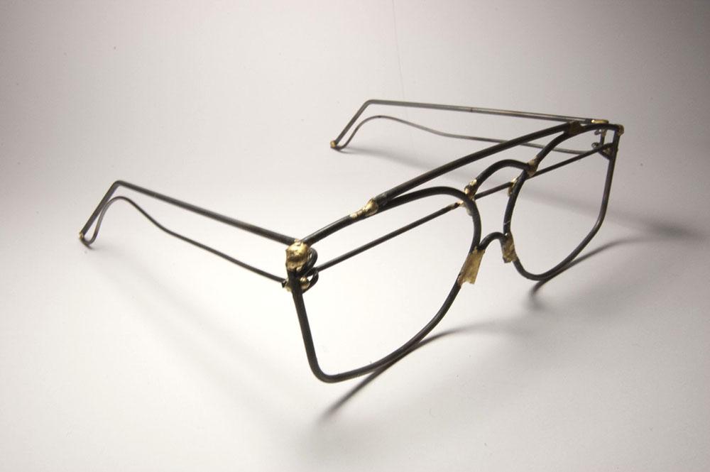 Wire shaped like eyeglasses. LSU BFA Studio Art Foundations