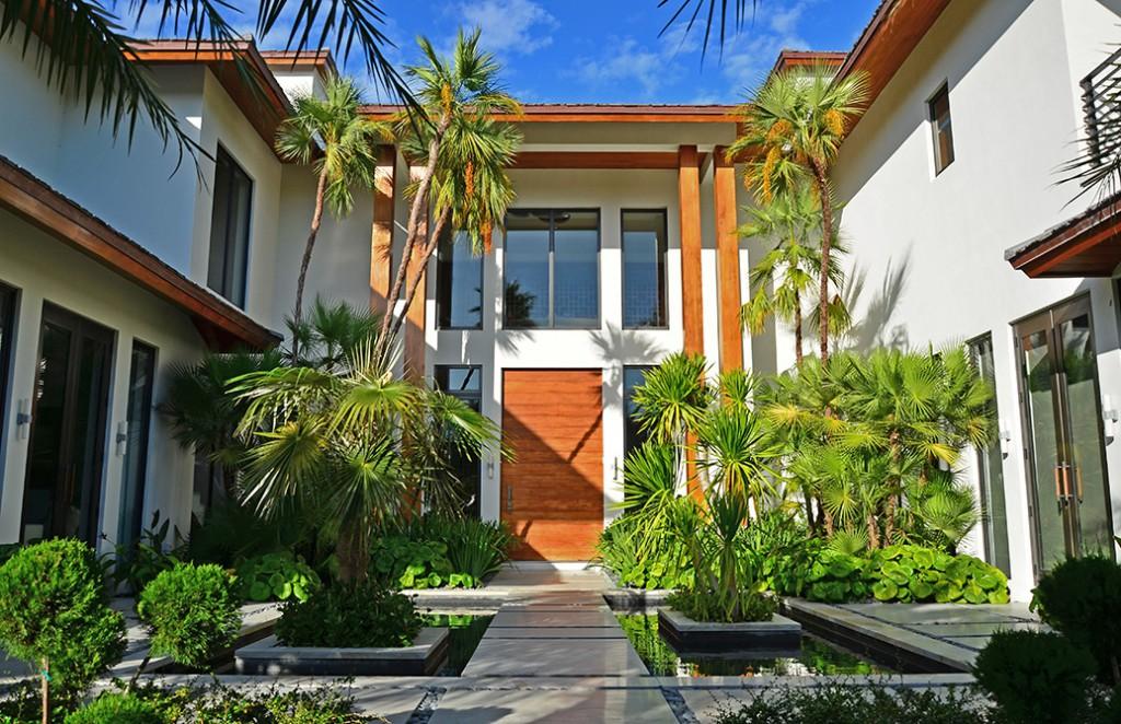 Outdoor courtyard garden designed by Lewis Aqui, lsu landscape architecture alumni work
