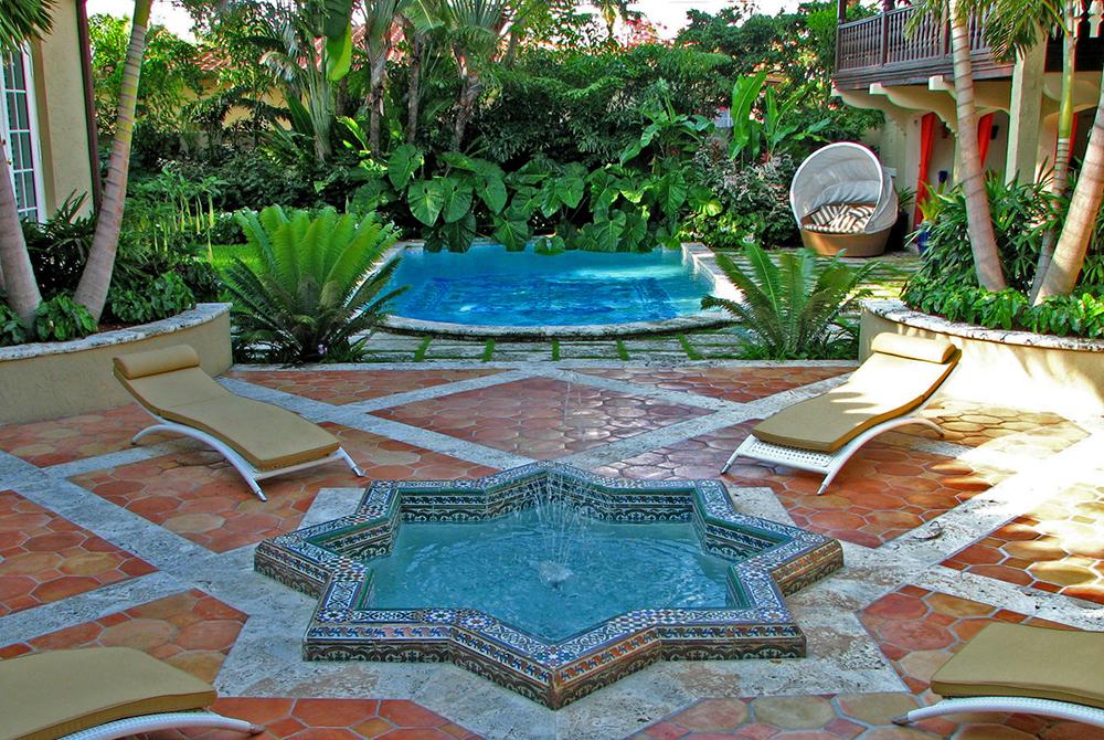Star-shaped pool in lush courtyard, lsu landscape architecture alumni work