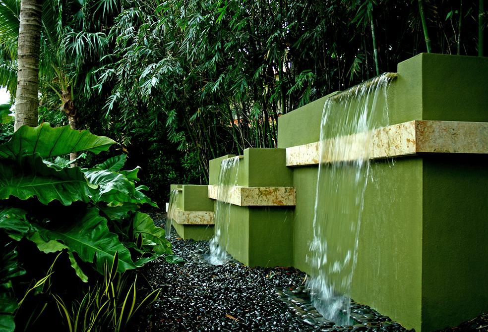 Outdoor fountain designed by Lewis Aqui , lsu landscape architecture alumni work