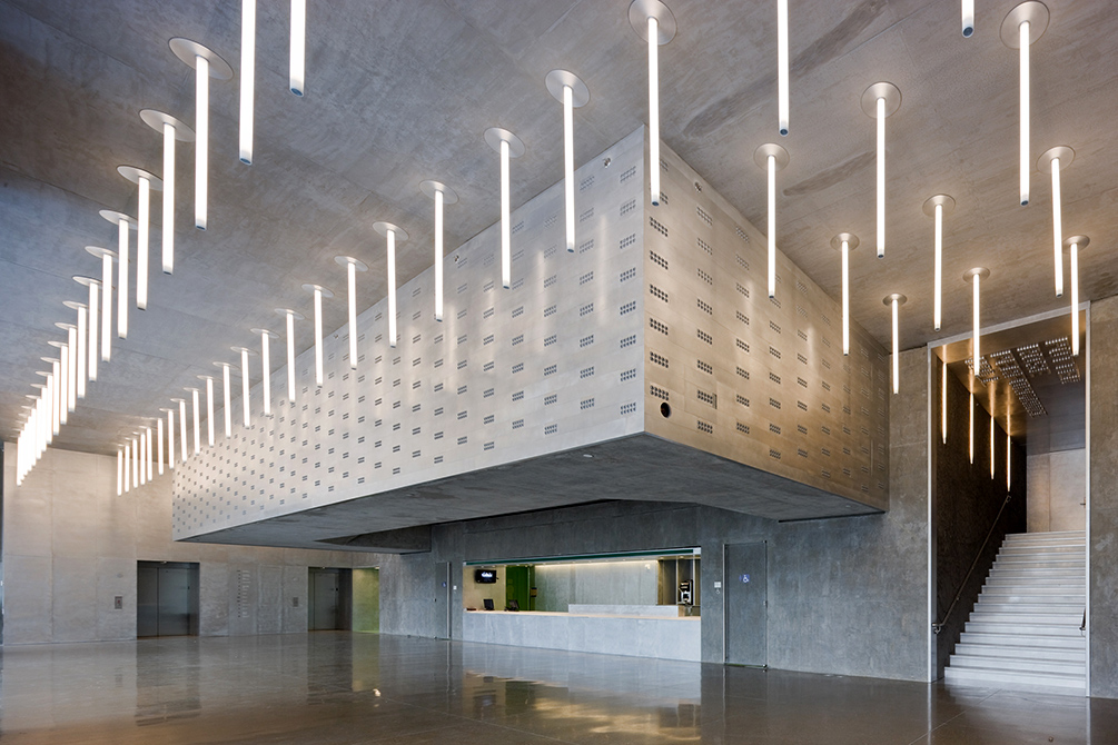 Wyly Theatre, lobby with modern light fixtures suspended from ceiling, lsu interior design alumni work