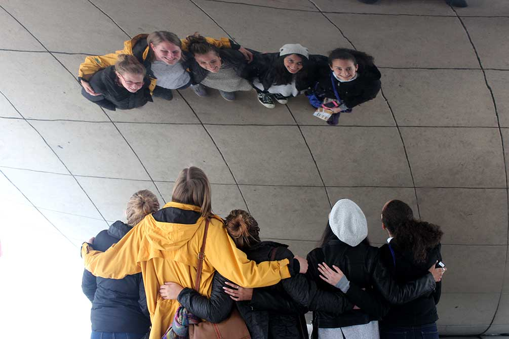 lsu in chicago, students pose with the bean sculpture