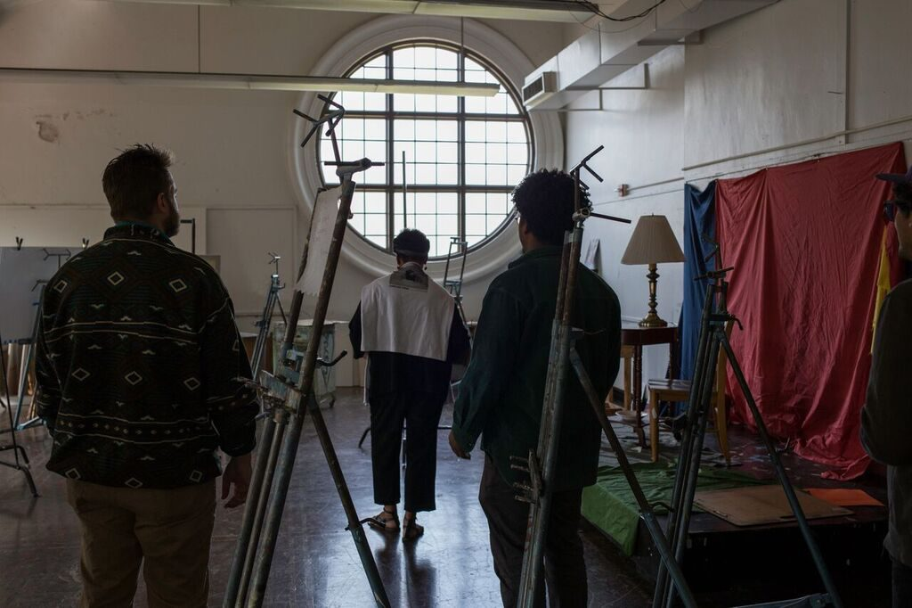 Carrie Mae Weems works with LSU MFA students